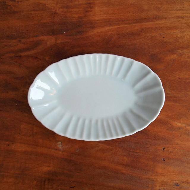 稲村真耶 | 白磁輪花楕円皿