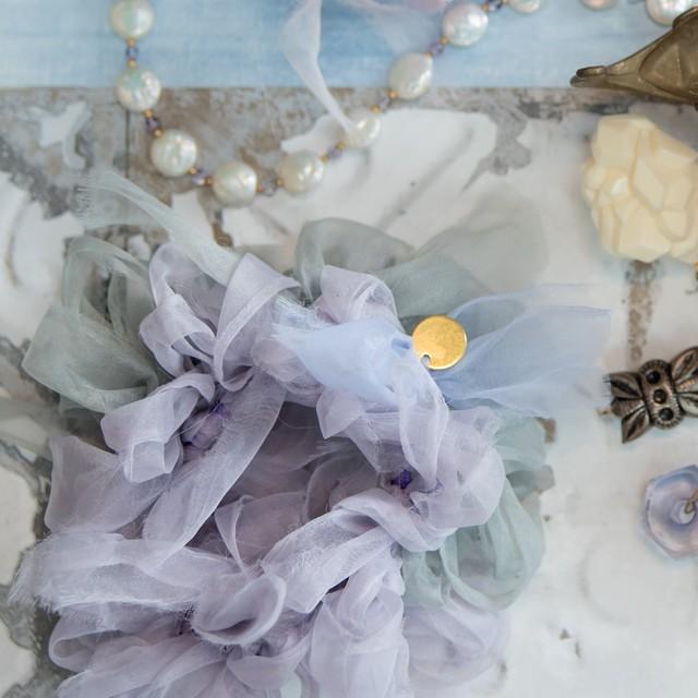 スミレ~彩る咲き編みシュシュ