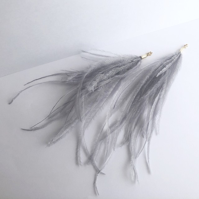 Feather Back Catch / Ice Blue / Pair