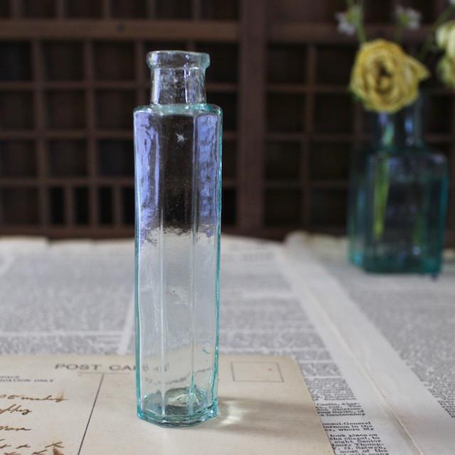 アンティーク・小ぶりのボトル