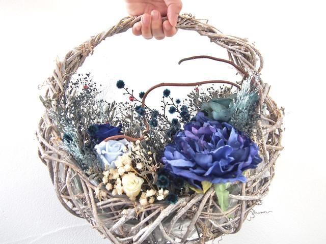 新作 ▶︎ 艶めき 和 ブルーパープル 花摘み バスケット アレンジ リース ブーケ