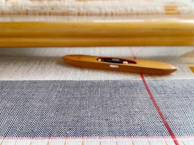 【近日発売】手織りシルクショール(Hand-woven Silk scarf RED LINE )