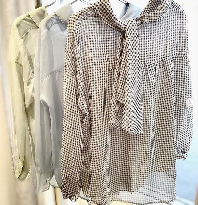 LILLIAN CARAT バックリボンシアーシャツ