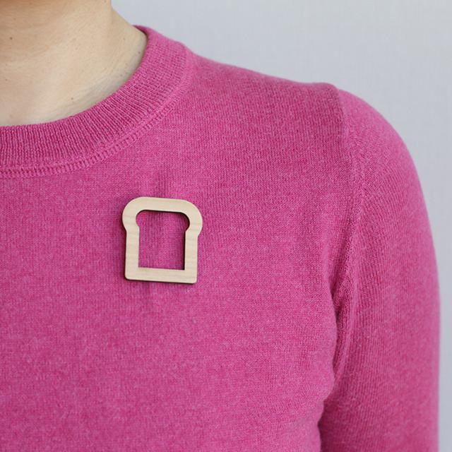 pan mimi brooch small / パンミミブローチ小