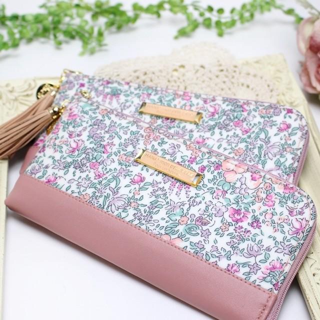 ピンクの小花柄が可憐で可愛いリバティプリント【Delia】を使った長財布