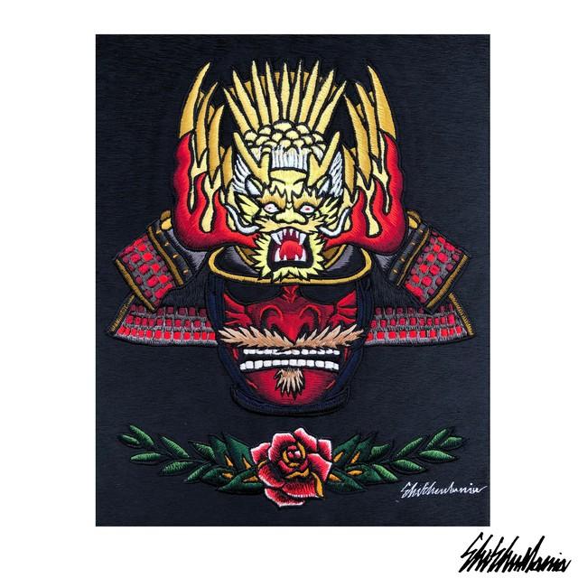 赤鎧兜横振り刺繍パネル【横振り刺繍】