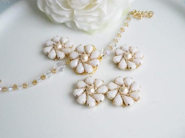 ホワイト花ブレスレット