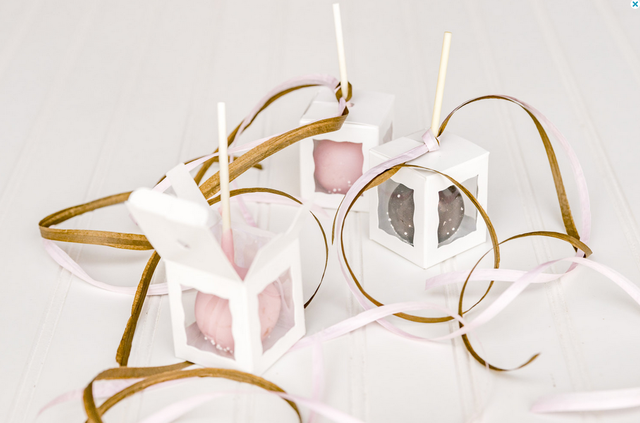 White Flower Jelly Pop Boxes