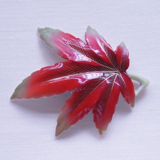 陶製紅葉帯留