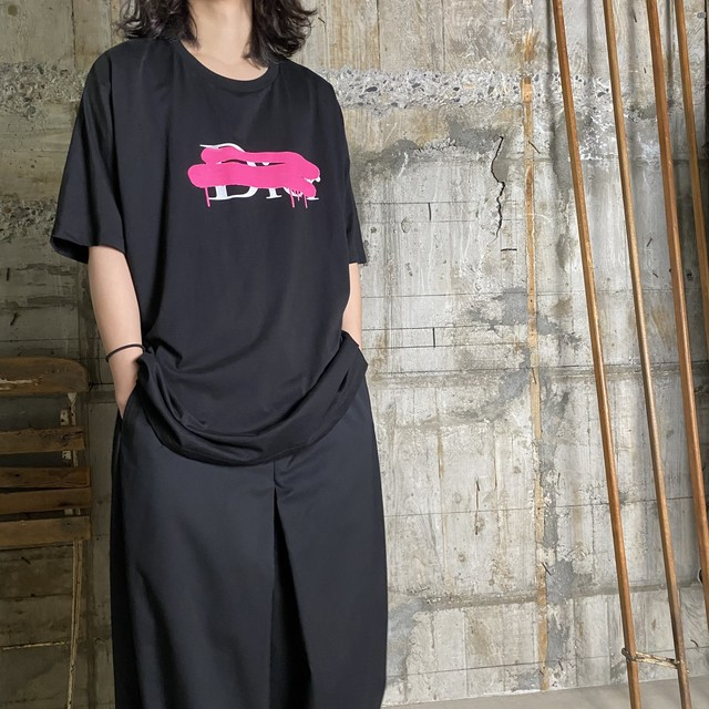 BLACK SCORE【ブラックスコア 】DIOR CROSS COLOR Tシャツ(BLACK).