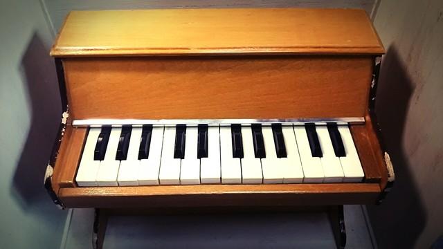 〔vintage〕トイピアノ 24鍵盤(フランス)