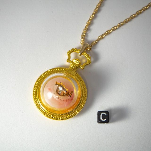 人形標本ネックレス 目 金時計 C