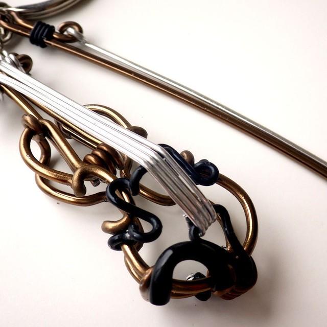 台湾製ワイヤーアート キーホルダー  バイオリン