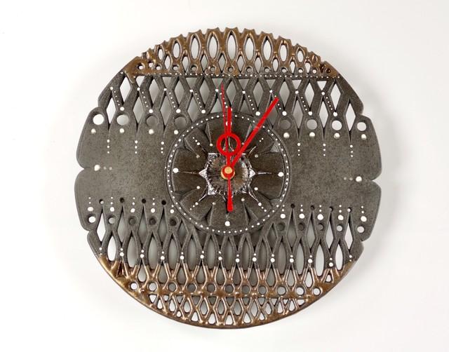 透かし彫り黒マル壁掛け時計