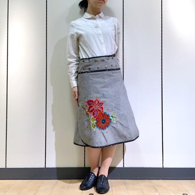 emcg-005 刺繍スナップスカート グレー・黒