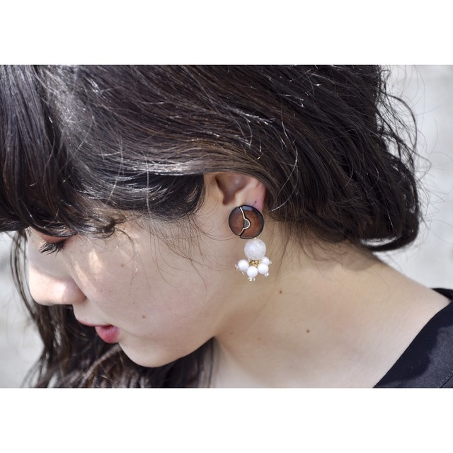 tiravisù【 80's button _ white beads_earring 】vintage handmade イヤリング japan