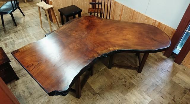 【送料無料】変形ケヤキ一枚板ダイニングテーブル 拭き漆仕上げ【一点もの】