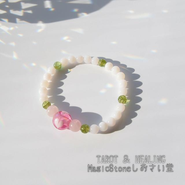 恋愛運/ベイビーピンクオパール×ハートのとんぼ玉パワーストーンブレスレット15.5㎝