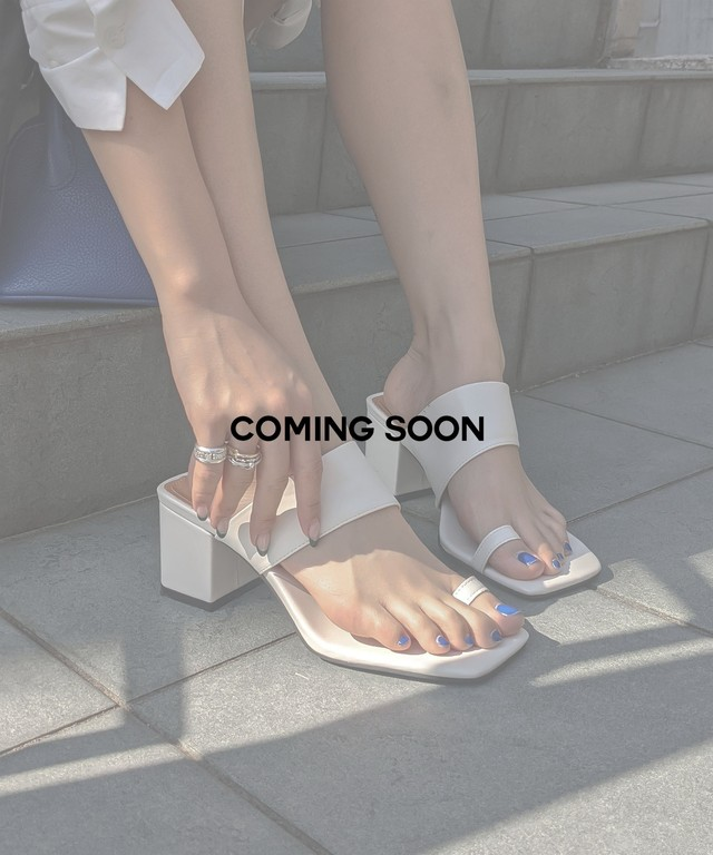 Toe ring leather sandal