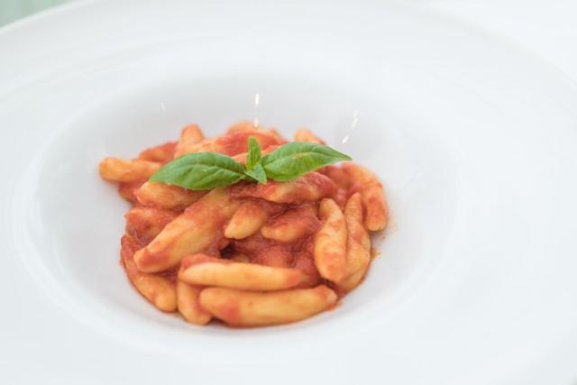【チェントディエチ】無農薬デュラム小麦の自家製カヴァテッリと有機トマトのトマトソース
