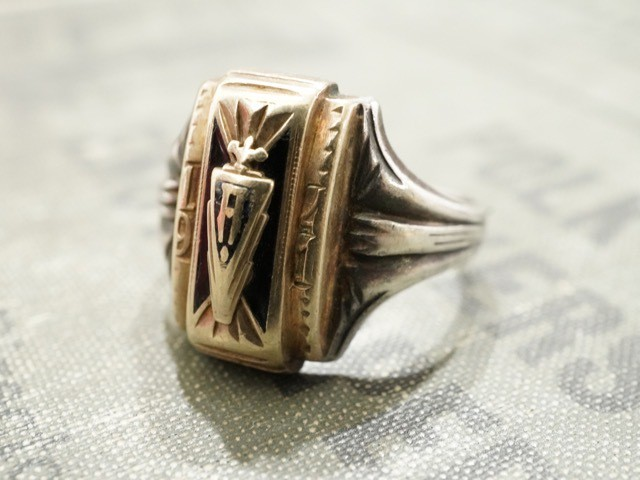 "SCHOOL RING "" MHS """
