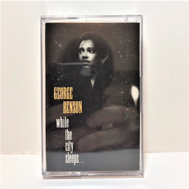 [中古カセット]  George Benson ‎– While The City Sleeps...