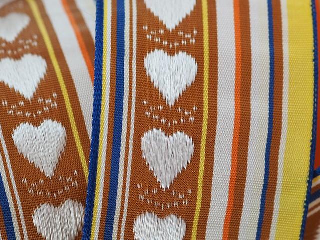 フランス製リボン「ハート刺繍のマロンストライプ」38ミリ ワイヤー入り