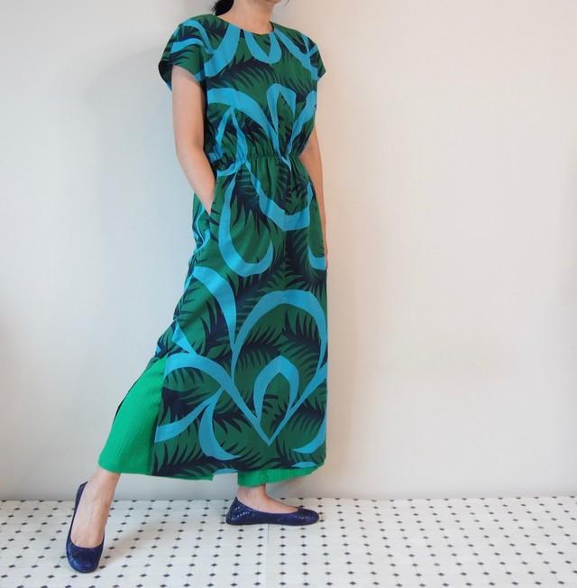 AODAI DRESS MAXI -グリーンの浴衣地を使ったドレス 1枚のみです