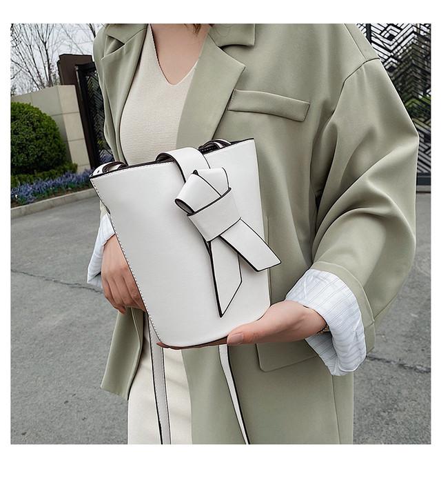クロコダイルパターンワイドストラップチェーンバッグ