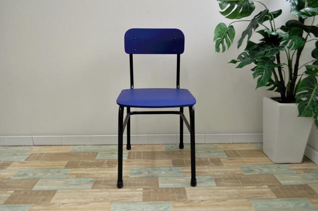 どんな高級チェアよりも「しっくり」(学校椅子×チェア×ブルー)