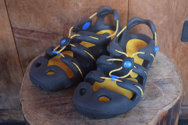 USED Kids mion Current sandal -US4 S0528