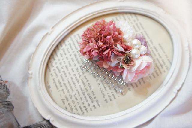 女性らしい可愛いピンクのコーム(髪飾り)