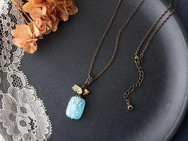 チェリーブランド・ヴィンテージ ハンドメイドのブルーガラスとお花のネックレス