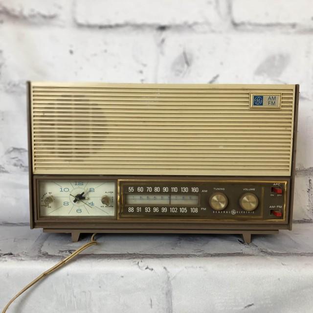 品番1850 ヴィンテージラジオ GENERAL ELECTRIC(ゼネラル エレクトリック)  AM/FM Solid State Radio Clock インテリア ディスプレイ