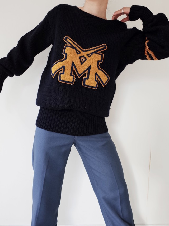 used letterd knit