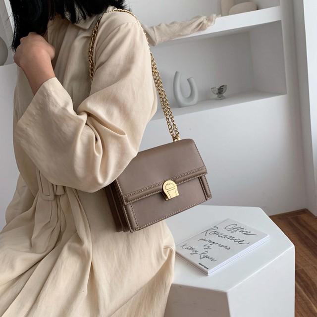 【新作】エナメルスクエアチェーンバッグ
