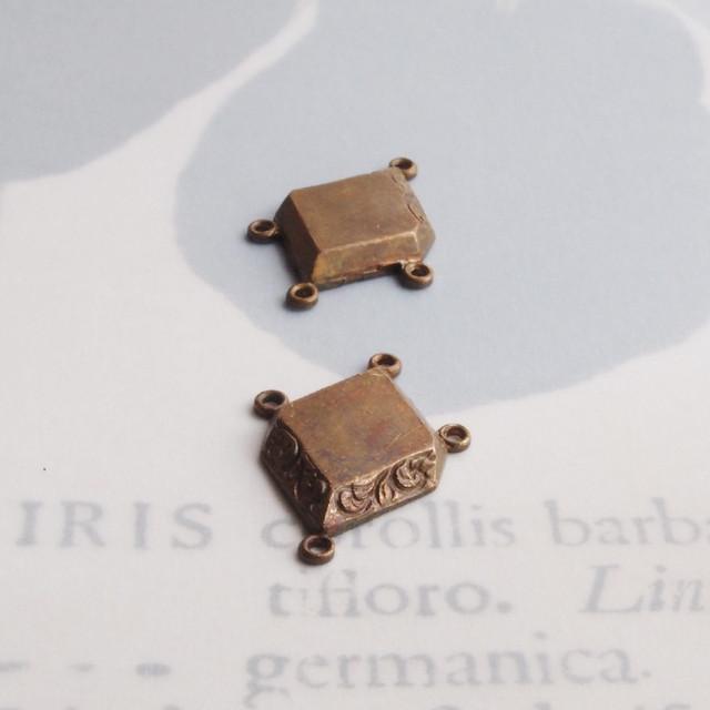 1950's 真鍮の小さなフラワーコネクター(4コ)