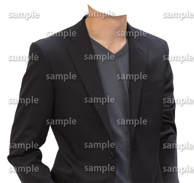 男性黒ジャケットカジュアル斜め