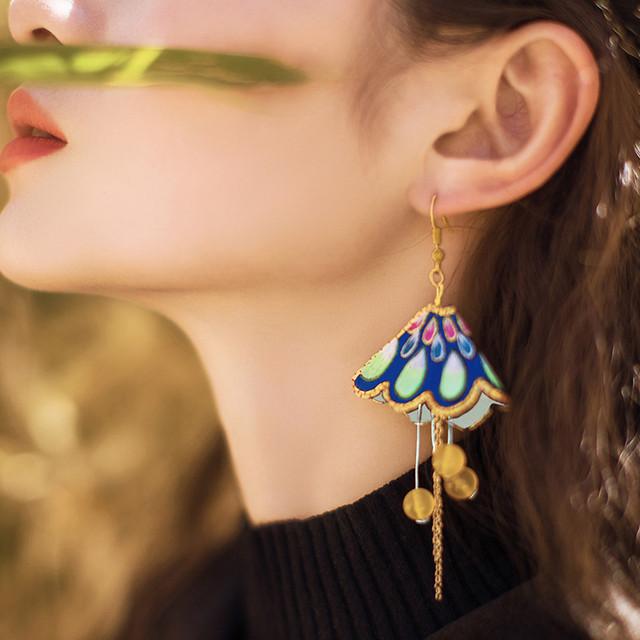 チャイナ風イヤリング 民族風耳飾り オリジナル デザイン大きいサイズ アクセサリー 着痩せ 成人式 日常 撮影撮り 高級感ある 気質アップ 刺繍入り 美品