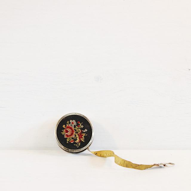 【V-147】花刺繍巻き尺