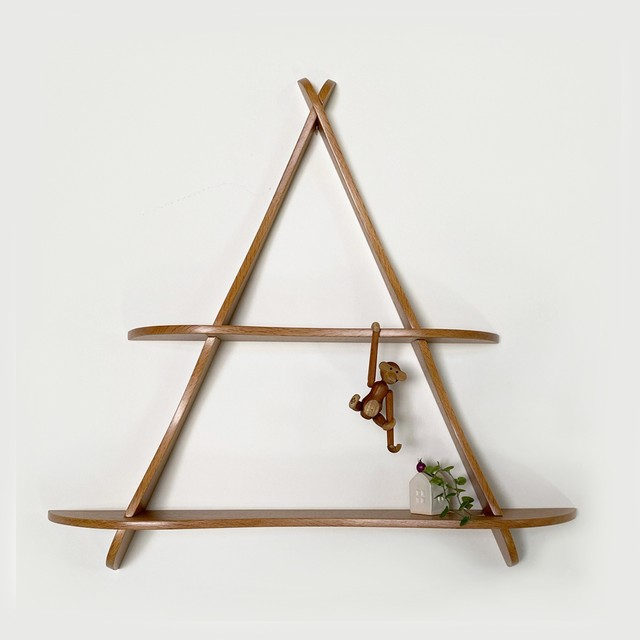 Triangle wall shelf in Oak / WS033