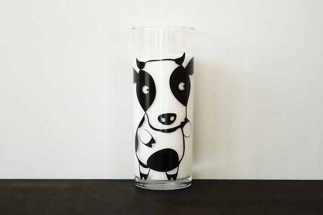 『楽しいアニマルシリーズ』『ウシくん』       『 牛グラス 』 *楽しいアニマルシリーズ 牛乳を入れると可愛い牛さん 子供が笑顔になるグラス 2021年は牛年