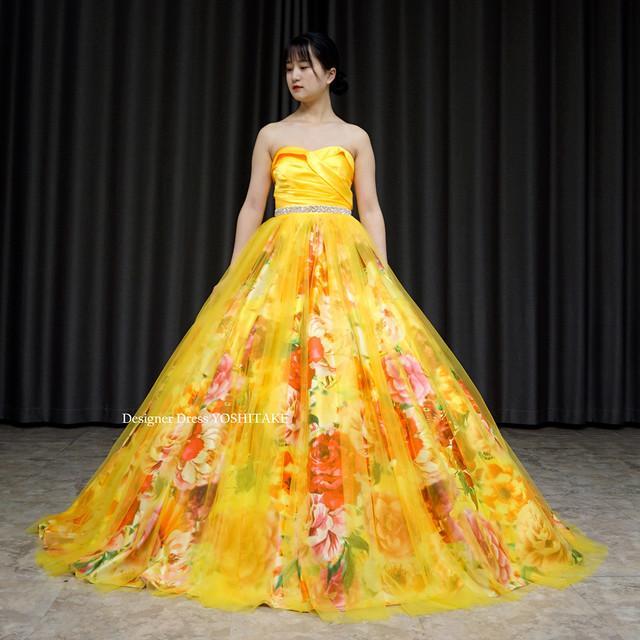 上半身イエローサテン&スカートはオレンジ系花柄にイエローチュールのカラードレス
