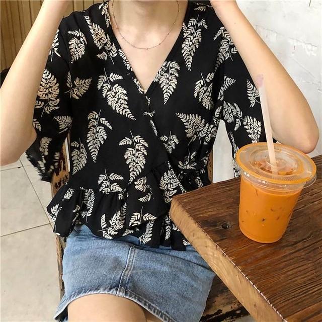 【送料無料】 リゾート感が夏っぽい♡ カシュクール シフォンシャツ フリル ボタニカル柄