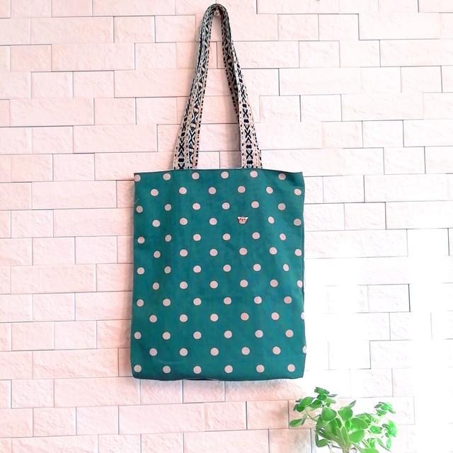 【新作】エコバッグにもなるブックトートバッグ 濃いブルーグリーン×ベージュドット ひっそり猫刺繍