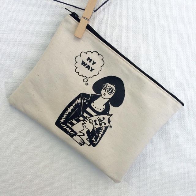 【黒】エアロビ女子のポンポン刺繍ポーチ