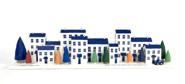 ミニハウスの置物<青い屋根の街並み>