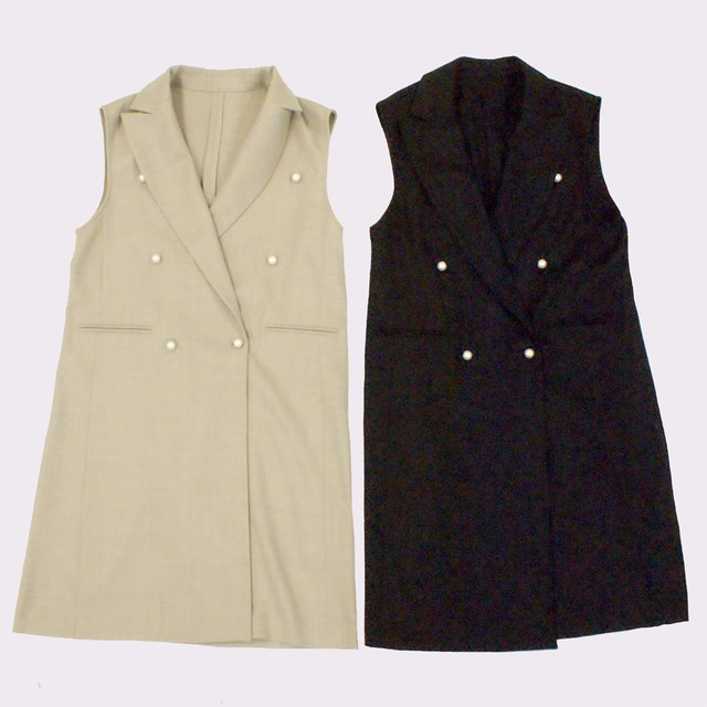 Gilet jacket with pearl buttons
