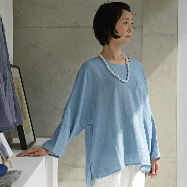 手つむぎ・手織りの藍染めカディチュニック