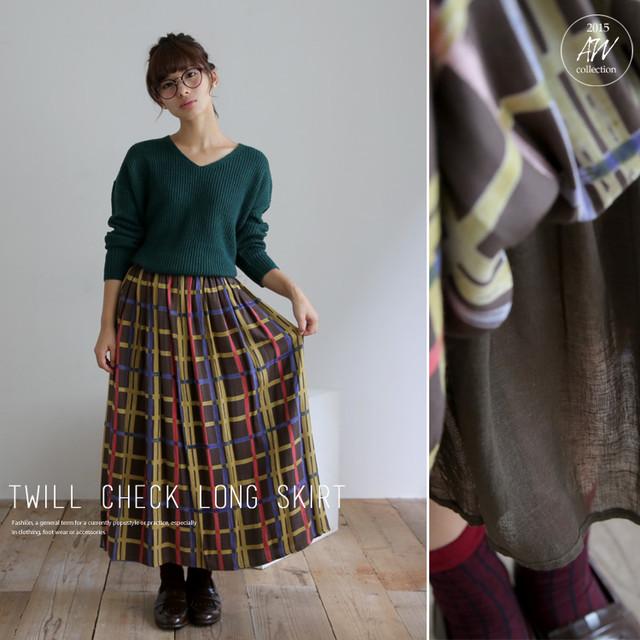 ゆったりシルエットが可愛い、ツイル生地チェックロングスカート